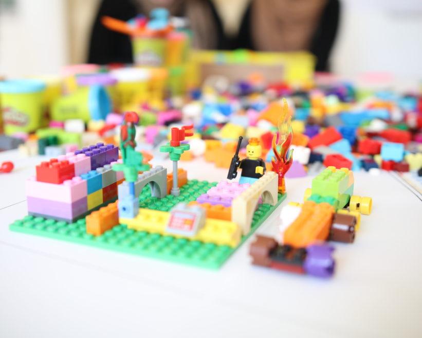 Détail de l'atelier Lego prise de vue d'un dispositif innovant